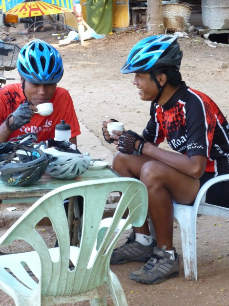 Our beautiful guides Aung & Kho drinking tea