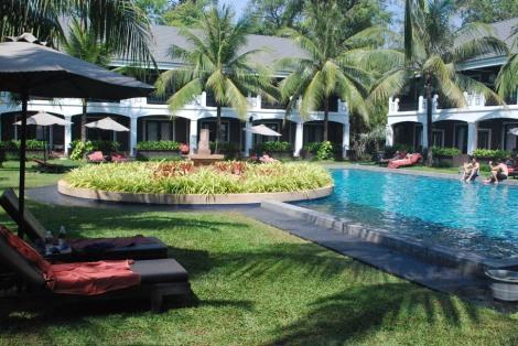 Around the pool at Shinta Mani resort